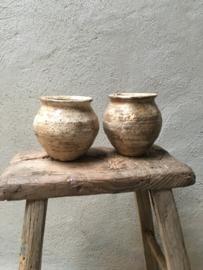 Prachtige stenen potjes potje pot kruikje kruik sober stoer oud beige grijs landelijk vintage