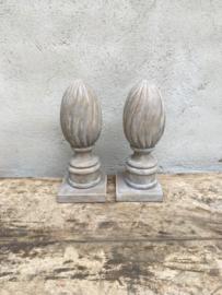 Stoer landelijk grijs grijze ornament pion baluster decoratie boekensteun boekensteunen