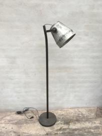 Industrieel industriële stoere metalen metaal zinken zink lamp Staande vloerlamp vintage landelijk grijs stoer metaal