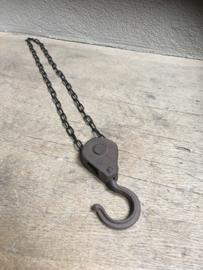 Metalen gietijzeren lier katrol spoel klos ketting industrieel landelijk zwartbruin 60 cm  stoer metaal