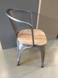 Metalen stoel stoelen stoeltje stoeltjes industrieel retro met houten zitting stoer urban