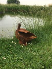 Prachtig gietijzeren beeld tuinbeeld eend vleugels open landelijk roest roestig metalen ijzeren tuinornament