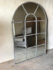 Grote spiegel in stalraam, stalraamspiegel landelijk industrieel kozijn venster grijs beige