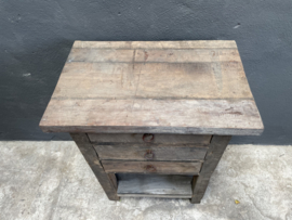 Oud houten schap rek Schoenenrek kastje kast halkastje schap rek hout planken keukenrek kast planken landelijk bakkersrek broodrek  boerenkeuken winkelkast keukenkast