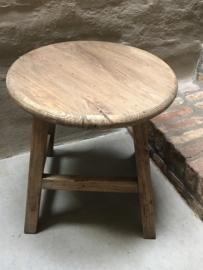 Oud vergrijsd houten tafel tafeltje bijzettafel bijzettafeltje salontafel wijntafel wijntafeltje rond ronde landelijk stoer hout
