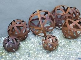 Smeedijzeren bol bal doorsnede 20 cm decoratie roest smeedijzer plaatstaal industrieel urban