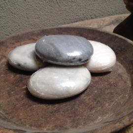 Zeep in steenvorm kei grijs