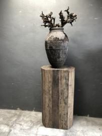 Prachtige oude stenen pot kruik vaas grijs bruin zwart doorleefd verweerd landelijk stoer
