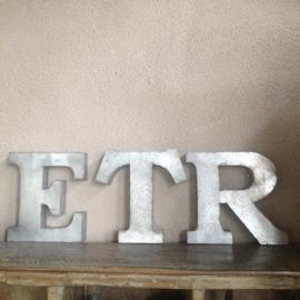Zinken verzinkte letter nummers cijfers huisnummer huisnummers letters industrieel landelijk zink verzinkt metaal metalen nr. 4 & 6 en de L niet meer leverbaar