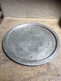 Ronde oude metalen aluminium schaal onderbord dienblad rond onderbord zeepbakje doorsnede 36 cm bord onderzetter onderzetters