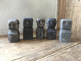 Kleine stenen poppetjes poppetje grijs antraciet steen stoer landelijk robuust