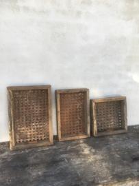 Stoer oud houten dienblad tray metalen zeef bak schaal landelijk industrieel vintage vergrijsd hout railway oude wagondelen