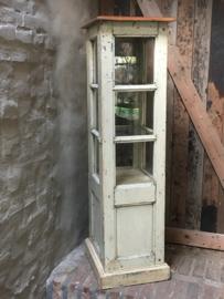 Oud houten vitrinekastje met opslag vitrinekast showkastje winkelkast glas winkelkastje toonbank toonbankkastje byoux sieradenkastje etalage landelijk industrieel vintage Brocant
