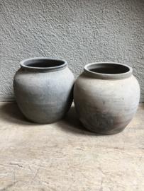 Oud stenen kruikje landelijk sober kruik pot potje landelijke stijl grijs