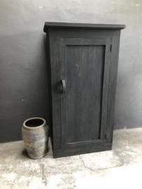 Grote grijze antraciet grijs houten kast 1 deurs deur stoer landelijk zwart