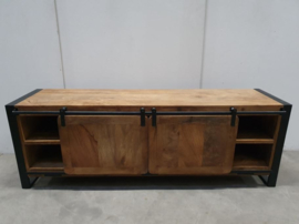 Houten televisiekast tvmeubel schuifdeuren sideboard sidetable kast hout houten metaal metalen dressoir landelijk industrieel vintage