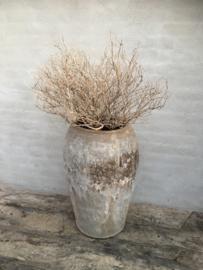 Grote oude wit whitewash white-off grijs stenen kruik olijfpot olijfkruik pot beige grijze hoogte 76 cm vergrijsd mega vaas stoer sober landelijk olijfpot olijfkruik waterkruik