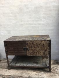 Gave oude metalen kast sidetable kastje keukenkast 2 deurs dressoir tv meubel urban metaal grijsbruin grijs bruin landelijk industrieel vintage
