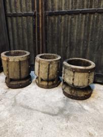 Prachtige vergrijsde oude vijzelpot vijzel pot kruik vaas stoer metalen beslag landelijk robuust