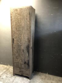 Vergrijsd houten kast klerenkast 1 deurs kleerkast 210 x 60 x 40 cm kastje oud hout 1 deurs  met lade en legplanken keukenkast boekenkast servieskast landelijk industrieel