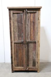 Stoere grote oude dichte truckwood houten kast landelijk industrieel stoer vergrijsd