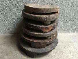 Oude houten roti plank kaasplank rond japatti landelijk stoer robuust hout chapati