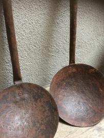 Oude metalen lepel pollepel landelijk industrieel schep kandelaar theelichtje brocant