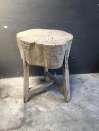 Groot licht houten hakblok werkblok slachtblok tafel kruk tafeltje robuust stam boomstam stronk boomstronk landelijk stoer