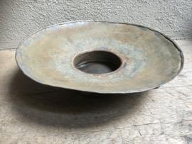 Oude metalen ijzeren (zinken) schaal bak landelijk stoer grijs industrieel