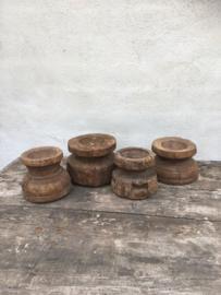 Stoere oude houten klos kandelaar zaaiapparaat oud hout kloskandelaar stompkaars zaaiapparaat hout