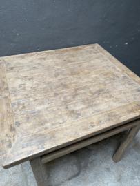 Stoere vergrijsd houten tafel eettafel China Chinees Chinese keukentafel 86 x 81 x H86,5 cm verkooptafel hoektafel bijzettafel landelijk stoer metalen studs