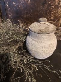 Klein stenen potje met deksel grijs poederachtig landelijk