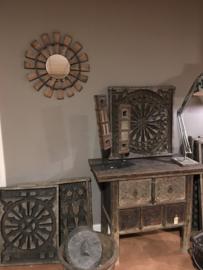 Groot oud vergrijsd houten ornament spinnewiel industrieel spiegel spinnenwiel wiel eye-catcher  landelijk stoer grijs