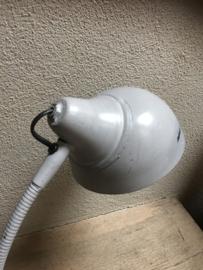 Stoer grijs metalen lampje bedlampje tafellampje buro bureau leeslampje industrieel landelijk