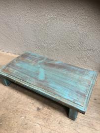 Oude houten plank offertafeltje bajot turqoise blauw opstapje landelijk brocant offerplank dienblad plateau