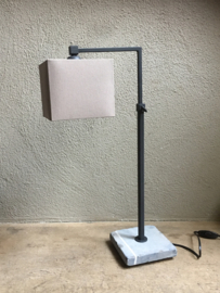 Tierlantijn tafellamp hard stone hardstone desk lamp lood grijs kleur lamp lampje hardsteen voetje landelijk stoer