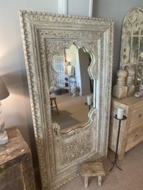 Prachtige grote witte vergrijsd houten spiegel oosters Ibiza style landelijk stoer boho 195 x 105 cm