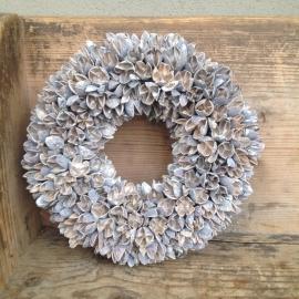 Mooie krans bakuli wreath 30 cm vergrijsd white wash beuk beukenootjes