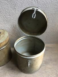 Gave oude metalen blik trommel trommeltje beige gebroken wit whitewash white-off  ton tonnetje met deksel industrieel landelijk vintage retro urban