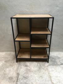 Zwarte verspringende kast kastje 82 x 60 x 35 cm metaal hout metalen frame houten planken industrieel vintage stoer landelijk