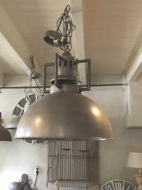 Stoere grote industriele hanglamp lamp korf stallamp fabriekslamp small industrieel grijs grijze metaal metalen landelijk zink staal metaal grijs