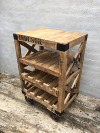 Stoer houten wijnrek kastje wijnkast wijnkastje drankkast dranken flessenrek landelijk industrieel vintage trolley kar karretje flessenrek
