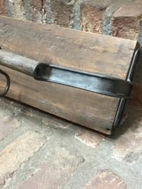 """Stoere vergrijsd houten kapstok wandrek wandplank wandkapstok grijs grijze metaal """" zinken """" stang rail landelijk stoer industrieel vergrijsd hout metaal haken"""