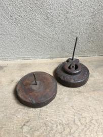 Oude houten kruidenmolen kruidenmaler pers landelijk vintage industrieel werkgerei