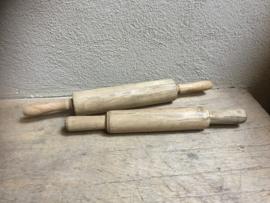 Vergrijsd houten deegroller roller rollertje landelijk keukengerei brocant