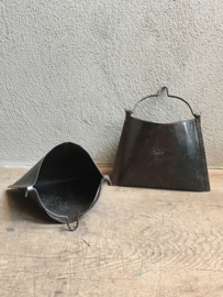 Oud metalen buideltje buidel tasje tas hanger landelijk metaal vintage industrieel stoer roestbruin bakje