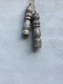Houten klos  klosje deurhanger decoratie groot ornament aan jute koord touw landelijk vintage grijs vergrijsd grijze