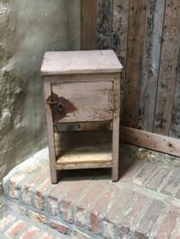 Oud houten kastje nachtkastje halkastje vliegenkast vliegenkastje kast tafeltje vintage landelijk Brocant stoer mat bruin