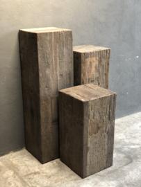 Grote oud vergrijsd houten truckwood railway hout sokkel zuil pilaar landelijk  35 x 35 x 70 cm