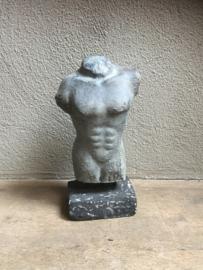 Betonnen Betonlook mannen torso buste man mannenlijf op statief borstbeeld lijf lichaam grijs grijze beeld